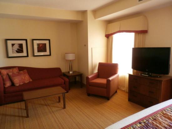 Residence Inn Halifax Downtown: Sitting area, rm 405