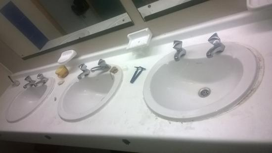 Hibernia Residence & Hostel: Bathroom
