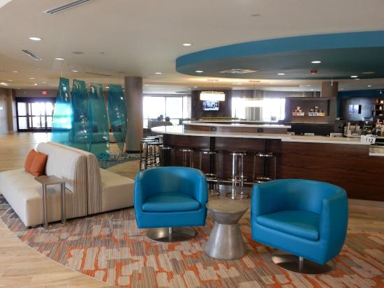 Courtyard Gulfport Beachfront: Newly renovated lobby area!