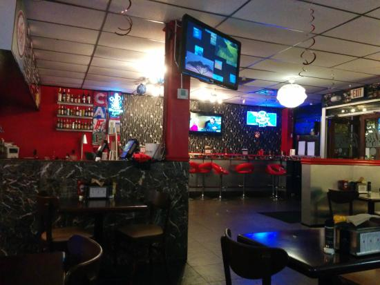 Beth's Burger Bar: Inside