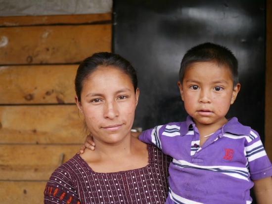 Thirteen Threads Fair Trade Store and Maya Women's Center: Mujeres artesanas de Chichicastenango