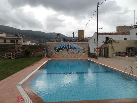 Sarpidon Apartments: The pool area