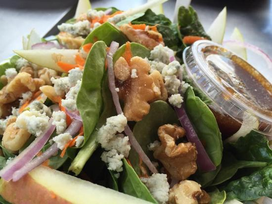 Z's Wood Fired Pizza: Spinach pear salad