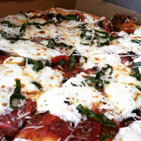Z's Wood Fired Pizza: Margherita