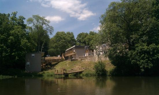 Monticello, IN: Suites and hotels on the lake