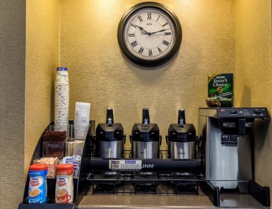 Red Roof Inn Tinton Falls-Jersey Shore: 24 Hour Coffee Station