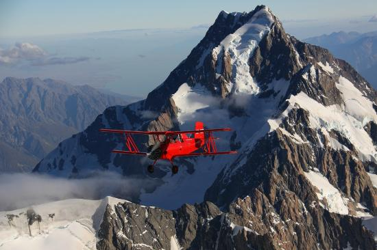 Twizel, Nueva Zelanda: Flying next to Mt Cook, New Zealand's highest mountain.