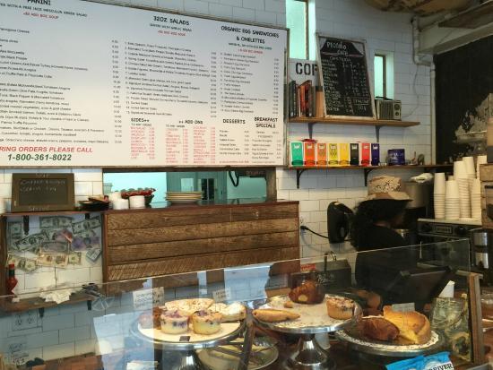 Piccolo Cafe : Counter