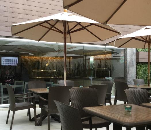 Hotel Marbella: Restaurante con terraza