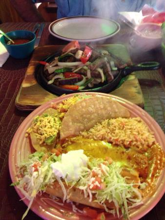 La Pasadita Restaurante Mexican: Love this place. Great staff, great food. Fresh chips and salsa. This is the go to place for Mex