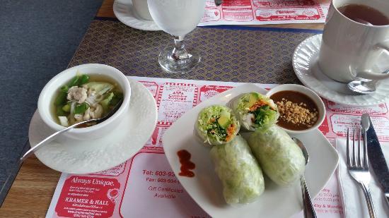 Franklin, Nueva Hampshire: Miso Soup, Fresh Rolls & Pad Thai