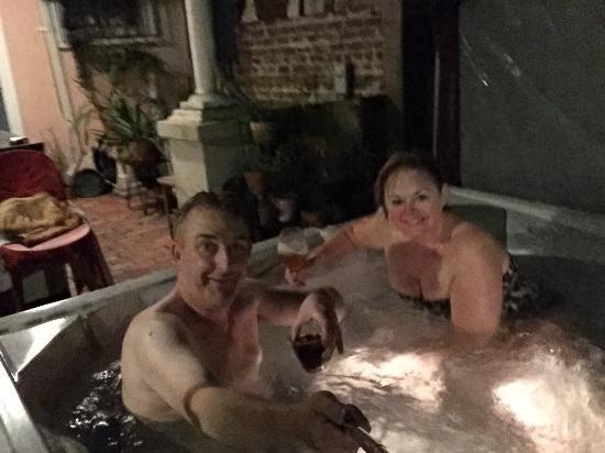 B&W Courtyards : The hot tub...so romantic!