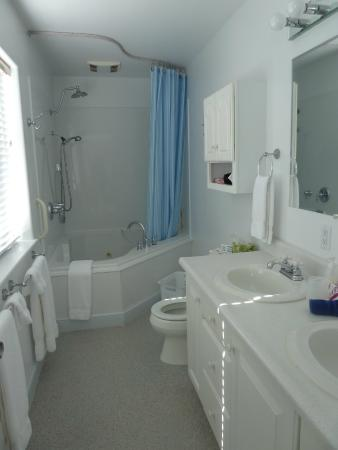 Franklin Furnace, OH: Riverview Room Bathroom