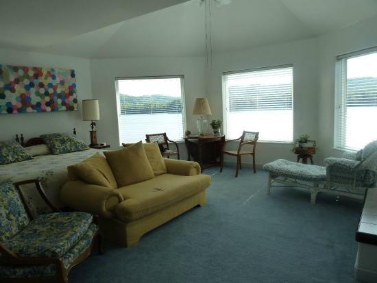 RiverView B&B Inn: The Riverview Room