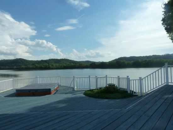 RiverView B&B Inn: view of deck and Ohio River