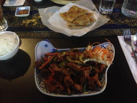 Thai Chef's Restaurant : Crispy chicken with roti