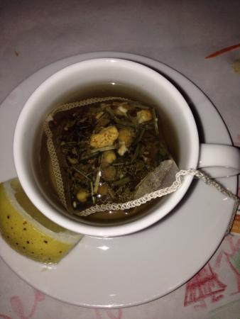 Gindi Thai Restaurant: Chamomile tea
