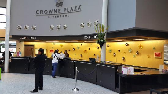 Lobby hotel Crown Plaza..