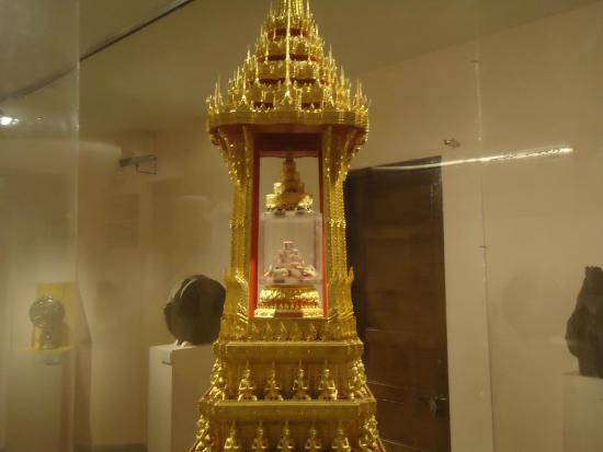 ‪Relics of Buddha at National Museum‬