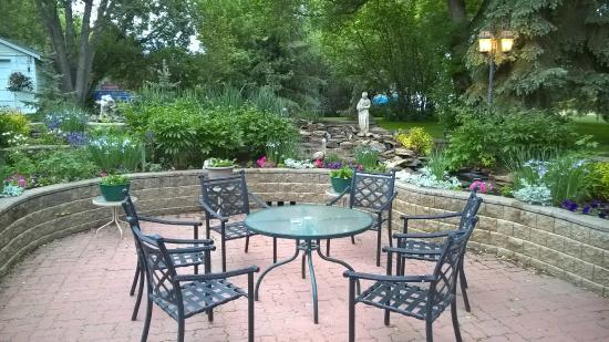 McDougall Lane Bed & Breakfast: garden view