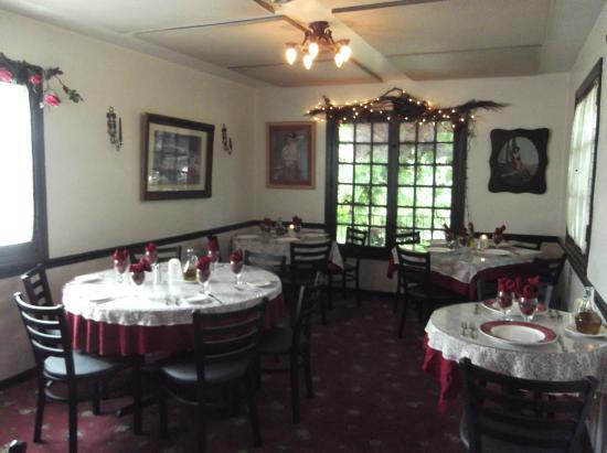 Mama Carolla S Old Italian Restaurant Tables
