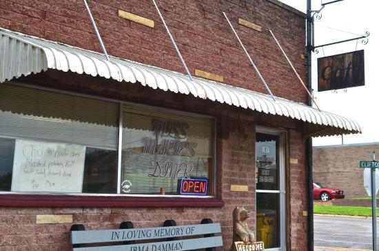 Clifton, KS : Front of the restaurant