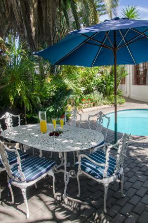 Brighton Lodge Guest House: Pool Side Table