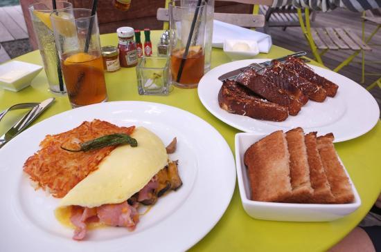 ザ モダン ホノルル, プールサイドの朝食