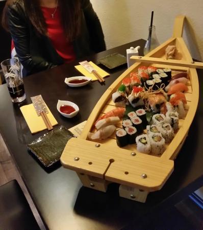 Hiro: Sushi Schiff
