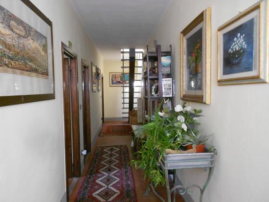 Villa Il Colle: corridoio che porta alle camere