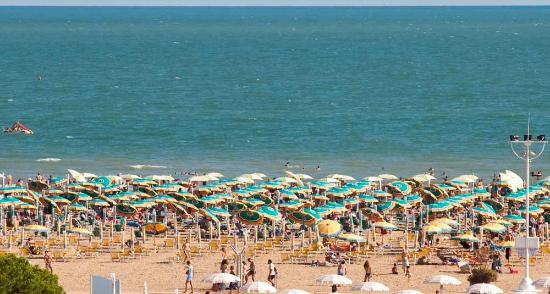 Katja Hotel : La spiaggia con i posti spiaggia riservati aigli ospiti dell Hotel Katja.