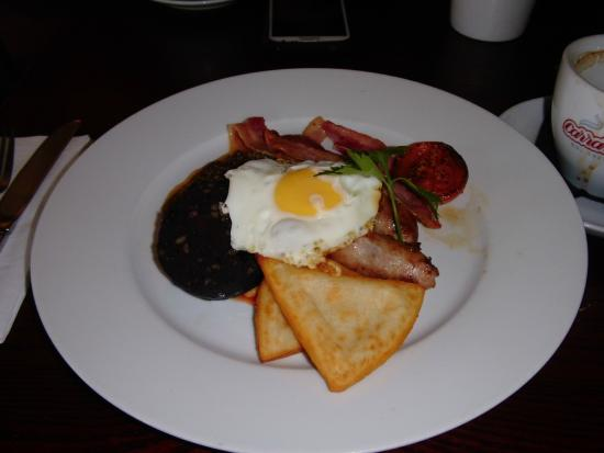 Cairn Hotel: Hearty Breakfast