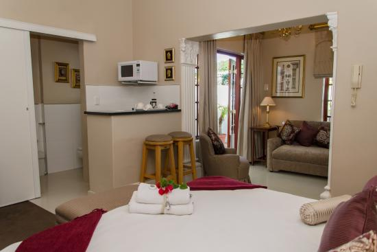 Brighton Lodge Guest House: Room Room- Mini bar and Tea/Coffee Facilities