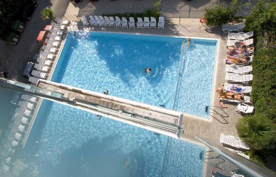 Katja Hotel : La piscina dell'Hotel Katja vista dall'alto.