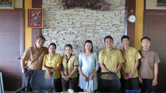 Coral Cove Chalet: The staff and the manager by the reception