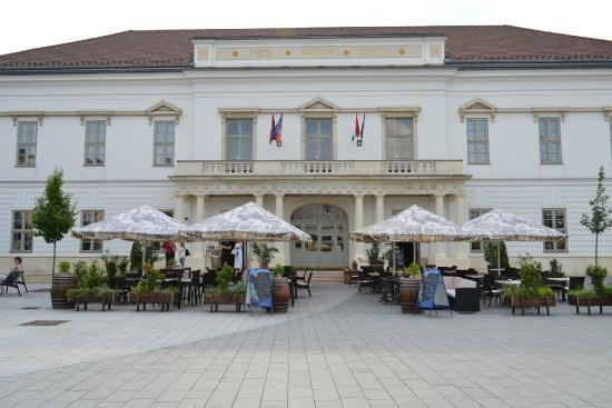 Hotel Magyar Kiraly: From the front side