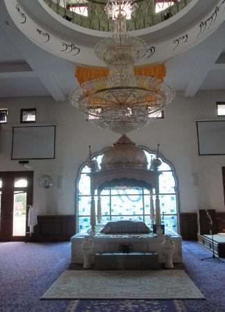 Guru Nanak Darbar Gurdwara: Gravesend Gurdwara