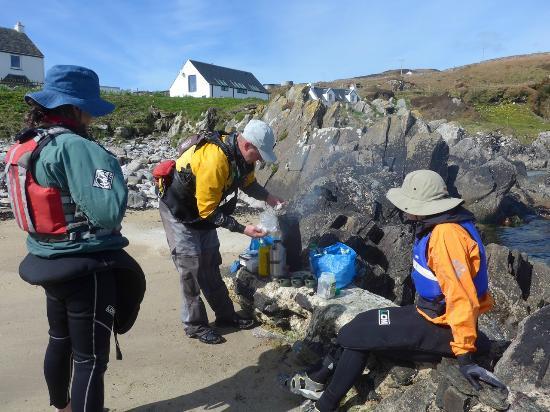 Kayak Wild Islay: tea & flapjack stop