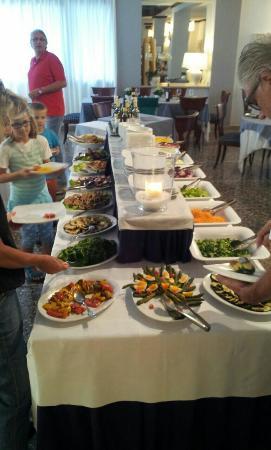 Hotel Byron Bellavista: Buffet serale