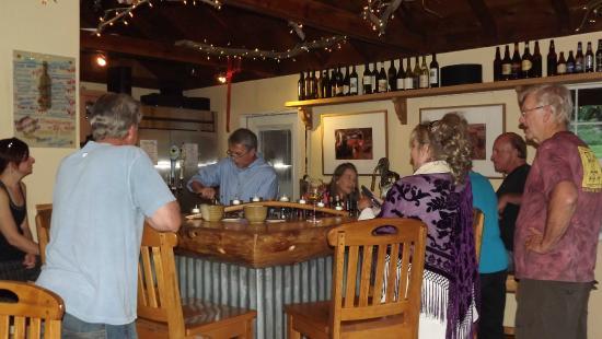 Queen's Inn by the River : Wine bar