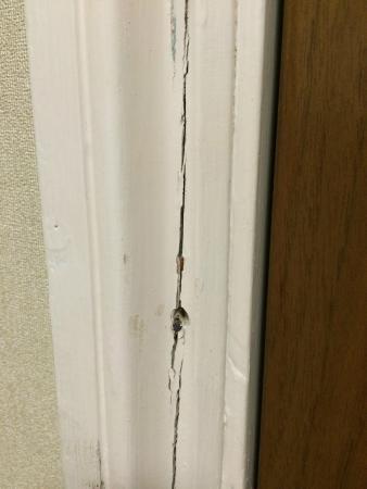 Hellaby Hall Hotel: Cracked Door Frame