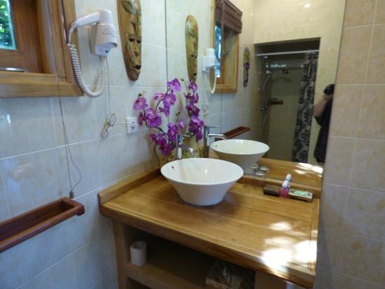 Villa Alba Dive Resort: bathroom