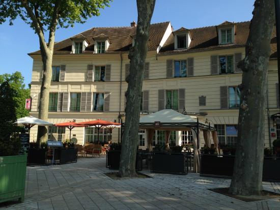 Mercure Rambouillet: façade