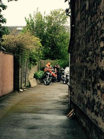 Mardon Guest House: Private Parking