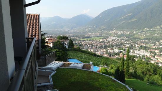 Sicht Nach Meran Bild Von Hotel Sonnbichl Tirolo Dorf Tirol