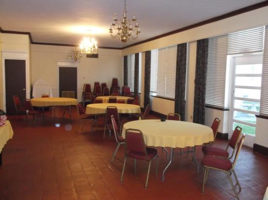ذا هيستوريك كلوستن إن: Breakfast room