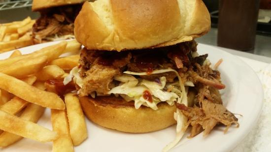 Bay 5 Diner: Pulled pork sandwich
