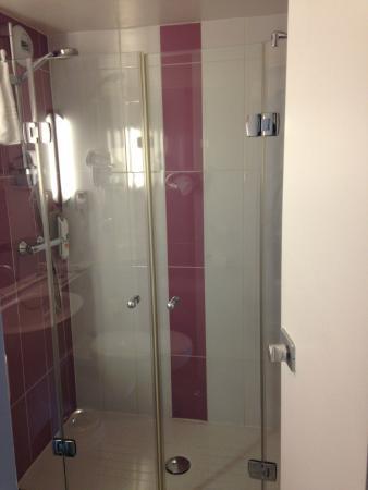 Ibis Styles Paris Saint Denis Plaine: Shower