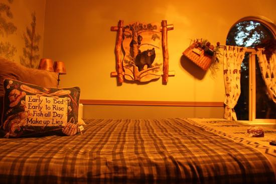 Aspen Meadows Bed & Breakfast: inside the tree house