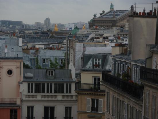 Hotel Monnier : ベランダからオペラ座の屋根が見えます
